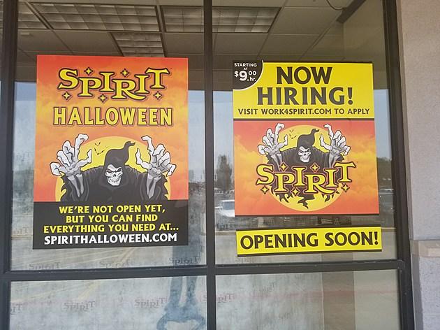 spirit halloween open hours